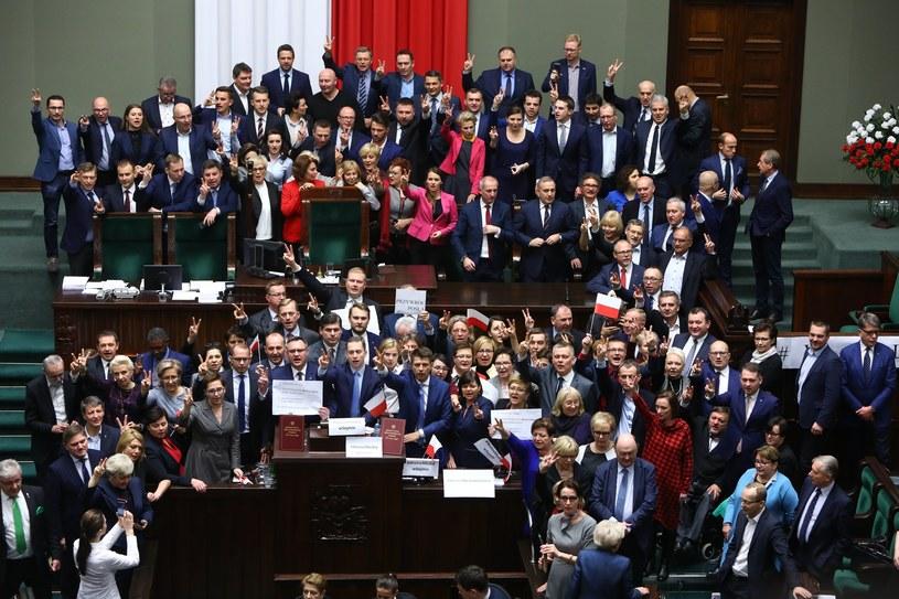 Protest opozycji podczas 33. posiedzenia Sejmu 16 grudnia / Stanislaw Kowalczuk /East News