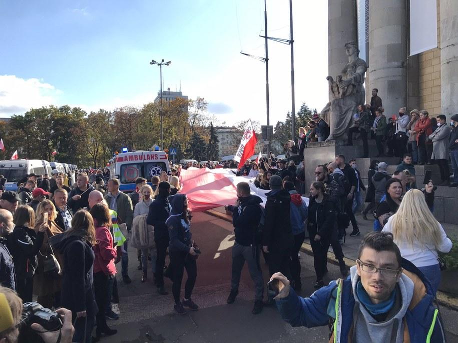 Protest osób, które zaprzeczają istnieniu pandemii /Mariusz PIekarski /RMF FM