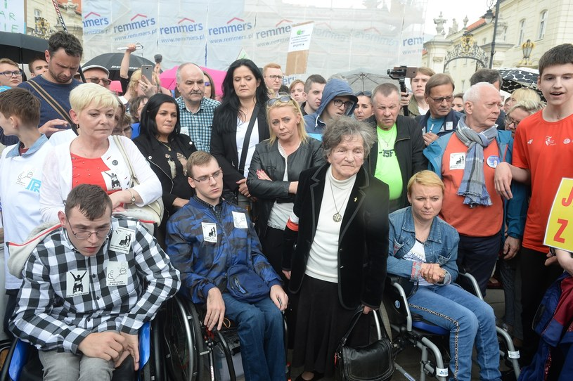 Protest osób niepełnosprawnych w Warszawie /Jan Bielecki /East News