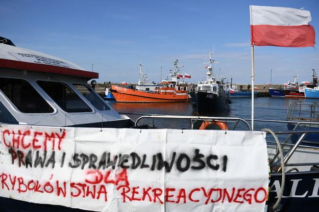 Protest pasywny armatorów jednostek wędkarskich, w porcie we Władysławowie / Adam Warżawa    /PAP
