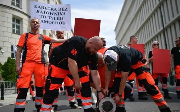 Protest pielęgniarek, położnych i ratowników / Marcin Obara  /PAP