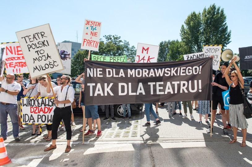 Protest pod Urzędem Marszałkowskim we Wrocławiu /Maciej Kulczyński /PAP