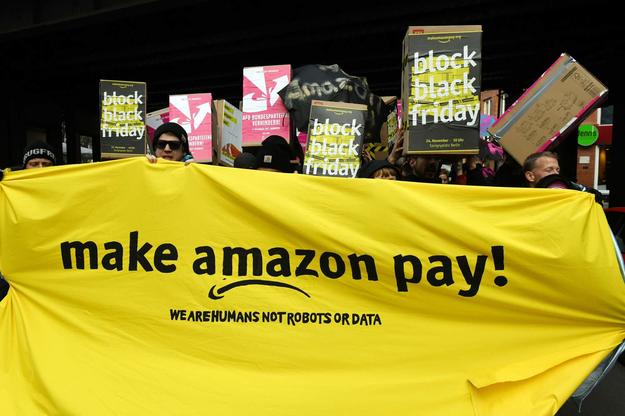 Protest pracowników Amazona w Berlinie /AFP