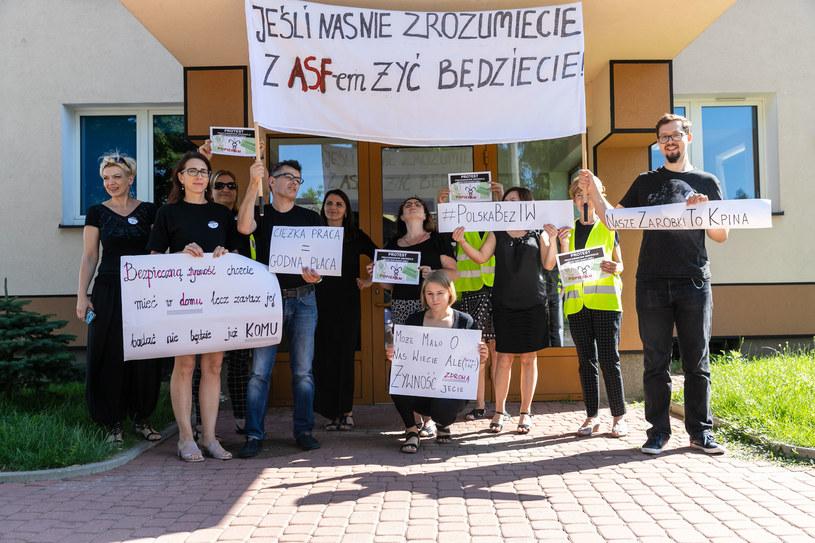 Protest pracowników inspekcji weterynaryjnej w Białymstoku /WOJCIECH WOJTKIELEWICZ/KURIER PORANNY/GAZETA WSPOLCZESNA/POLSKAPRESS /East News