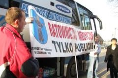 Protest pracowników pogotowia i samorządowców z Łódzkiego w Warszawie
