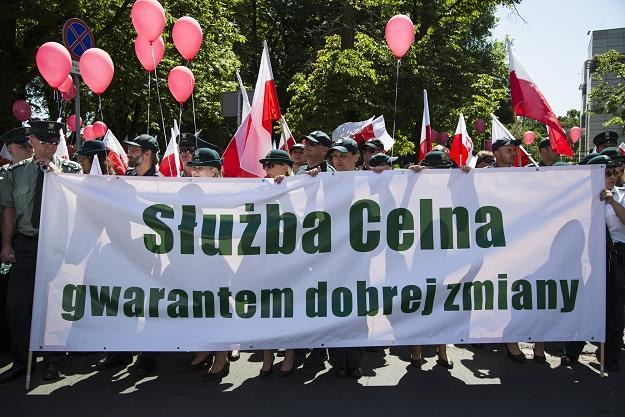 Protest pracowników Służby Celnej przed Sejmem 8.6.2016 r. Fot. Andrzej Hulimka /Reporter