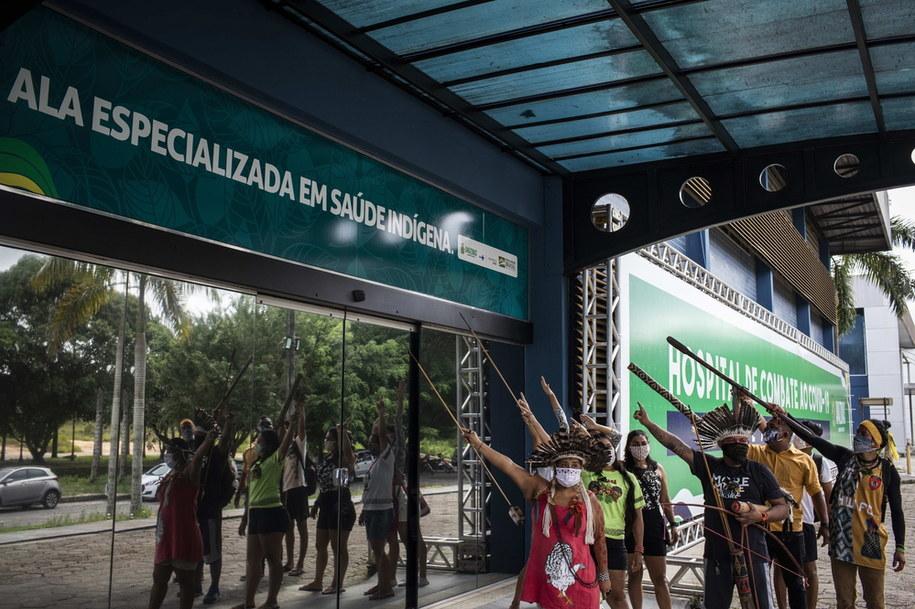 Protest przeciwko ignorowaniu problemy epidemii koronawirusa wśród rdzennej ludności Brazylii /RAPHAEL ALVES /PAP/EPA