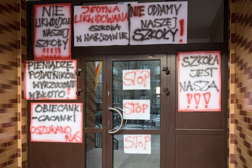Protest przeciwko likwidacji jednego z warszawskich gimnazjów /Andrzej Stawiński /Reporter
