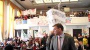 Protest przeciwko likwidacji szkół na sesji rady miejskiej w Łodzi