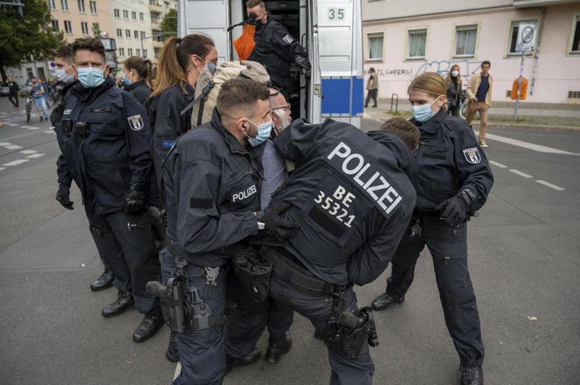 Protest przeciwko pandemicznym restrykcjom /DPA/Associated Press/East News /East News