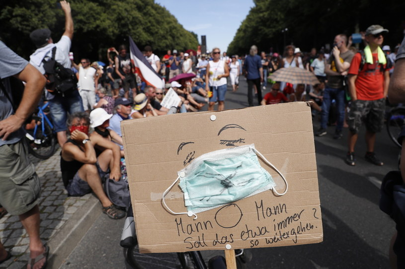 Protest przeciwko restrykcjom /Felipe Trueba /PAP/EPA
