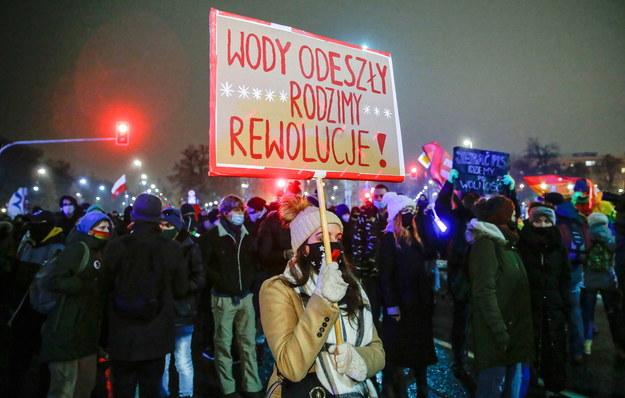 Protest przeciwko zaostrzeniu prawa aborcyjnego zorganizowano m.in. w Warszawie /Rafał Guz /PAP