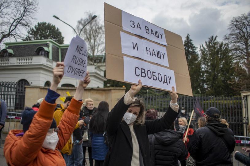 Protest przed ambasadą Rosji w Czechach /PAP/EPA/MARTIN DIVISEK /PAP
