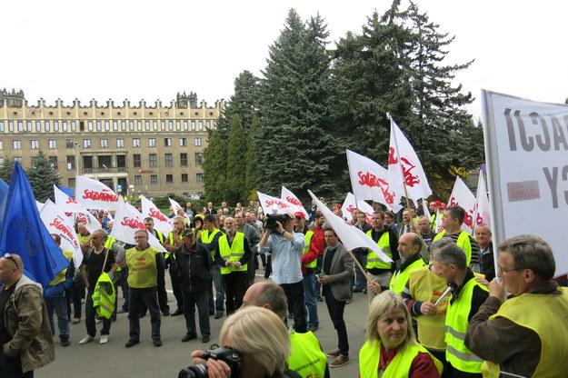 Protest przed bramą huty Arcelor Mittal w Krakowie /Józef Polewka /RMF FM