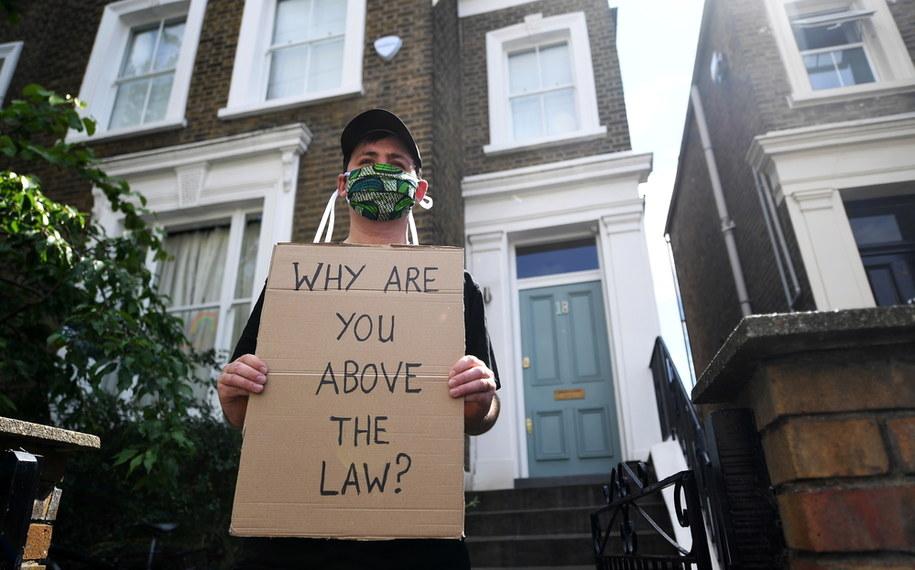 Protest przed domem Dominica Cummingsa w Londynie / ANDY RAIN    /PAP/EPA