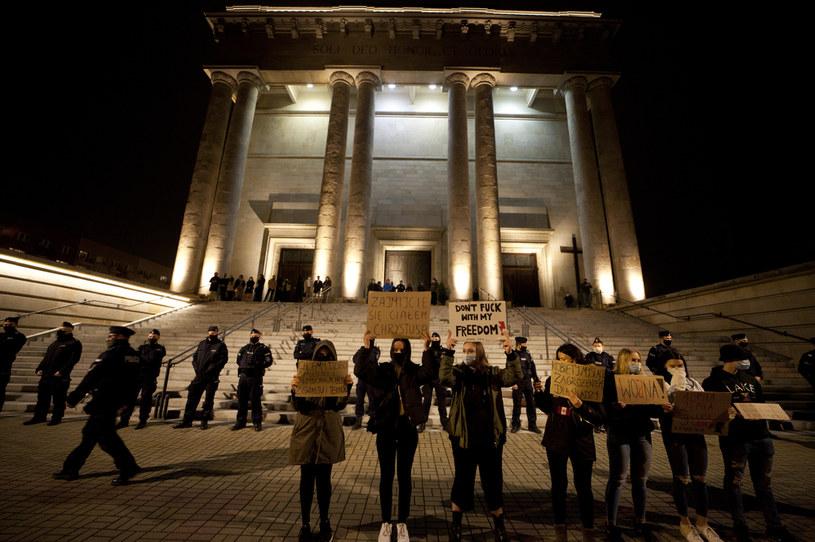 Protest przed katedrą w Katowicach / Arkadiusz Lawrywianiec /Agencja FORUM