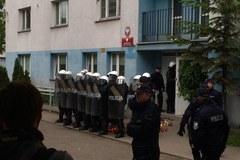Protest przed komisariatem policji we Wrocławiu