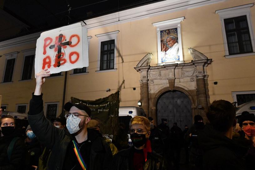 Protest przed krakowską kurią /Artur Barbarowski /East News