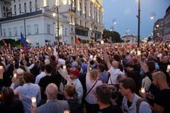Protest przed Pałacem Prezydenckim przeciwko zmianom w sądownictwie