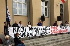 Protest przed Sądem Okręgowym w Łodzi