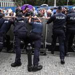 Protest przed Sejmem przeciwko zmianom w sądownictwie: Ranni zostali policjanci