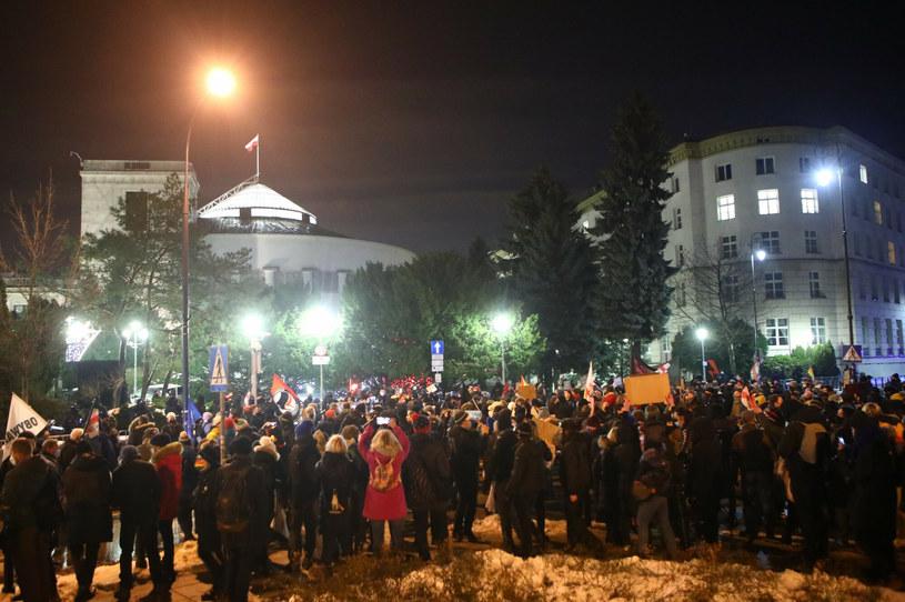 Protest przed Sejmem /Tomasz Jastrzębowski /Reporter
