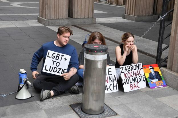 Protest przed siedzibą resortu edukacji /Radek Pietruszka /PAP