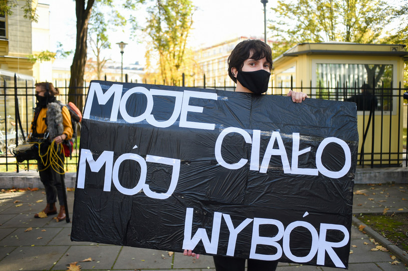 Protest przed Trybunałem Konstytucyjnym /Zbyszek Kaczmarek/REPORTER /Reporter