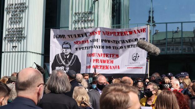 Protest przedstawicieli Ruchu Obywatele RP przed siedzibą Sądu Najwyższego w Warszawie /Piotr Szydłowski /RMF FM