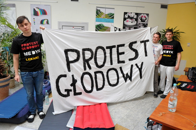 Protest rezydentów trwa od 2 października /Marcin Bielecki /PAP