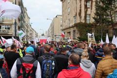 """Protest rolników w Warszawie. Nie chcą """"Piątki Kaczyńskiego"""""""