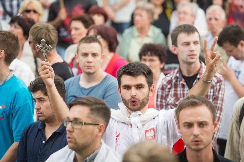 Protest środowisk narodowo-prawicowych przed Teatrem Polskim w Bydgoszczy /Tytus Żmijewski /PAP