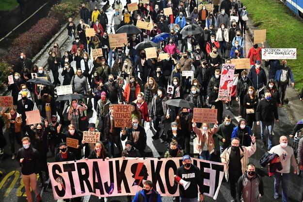 Protest Strajku Kobiet we Wrocławiu, 2 listopada 2020 / Maciej Kulczyński    /PAP