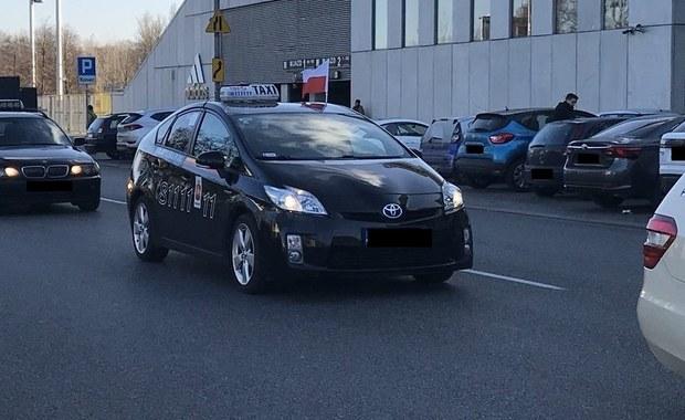 """Protest taksówkarzy w Warszawie. """"Nie odbierzecie nam klientów"""""""