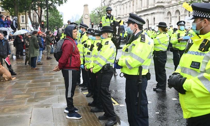 Protest w Londynie przeciwko opóźnieniom w pełnym zniesieniu lockdownu. Rząd przedłużył obostrzenia o cztery tygodnie z powodu znacznego wzrostu liczby przypadków Covid-19 w wariancie Delta /PAP/EPA/FACUNDO ARRIZABALAGA /PAP