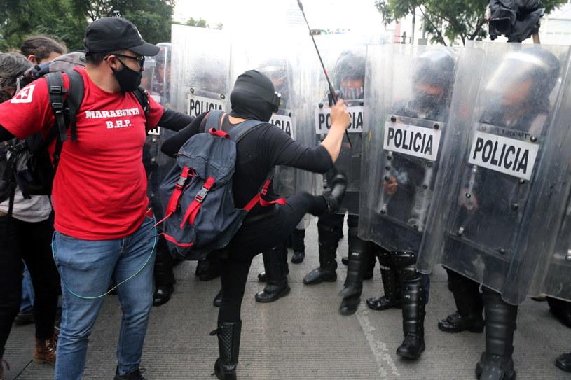 Protest w Meksyku przeciwko bezczynności władz ws. zaginionych studentów /PAP/EPA