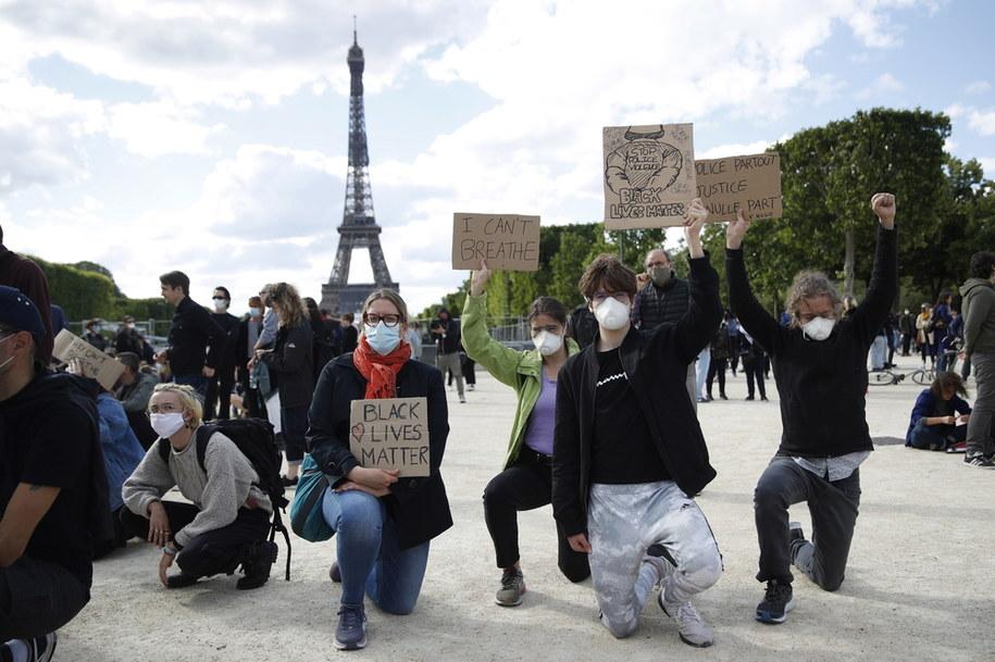 Protest w Paryżu /YOAN VALAT  /PAP/EPA