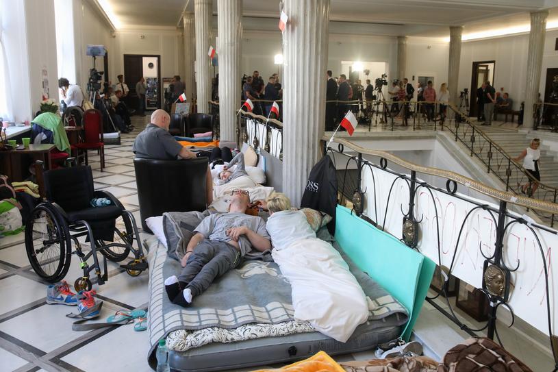 Protest w sejmie ciągle trwa /Andrzej Iwańczuk /Reporter