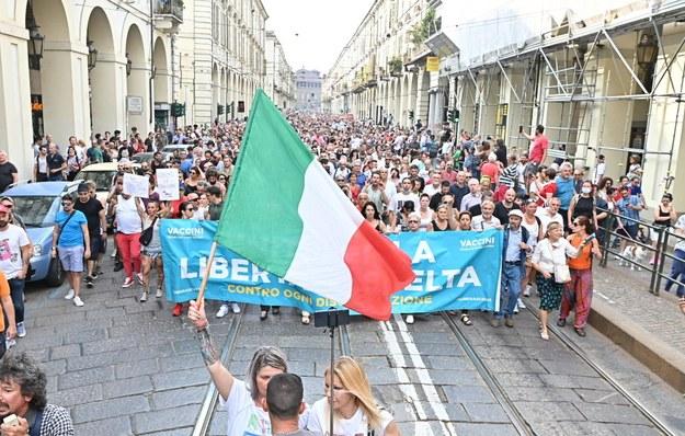 Protest w Turynie /ALESSANDRO DI MARCO  /PAP/EPA
