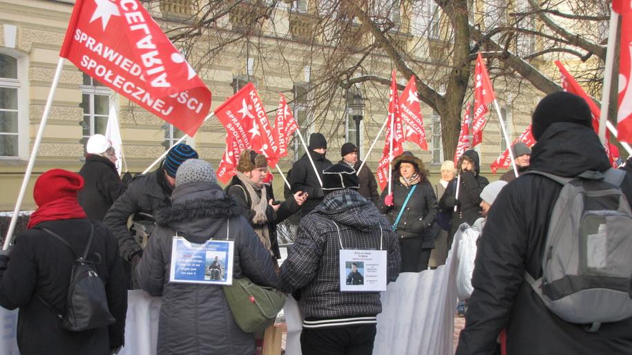 Protest w Warszawie rodziców niepełnosprawnych dzieci /Monika Gosławska /RMF FM