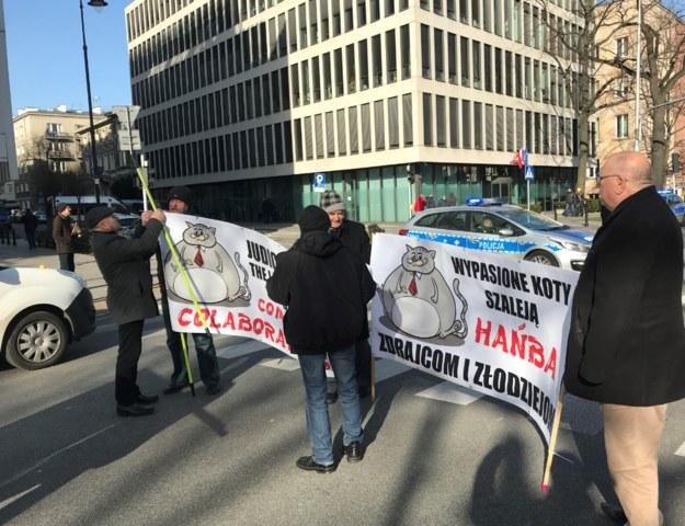 Protest zwolenników zmian w prawie przed siedzibą TK /Krzysztof Zasada /RMF FM
