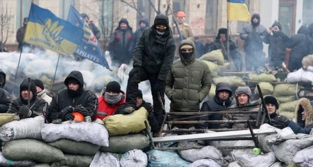 Protestujące na barykadzie w Kijowieq /PAP/EPA/ZURAB KURTSIKIDZE /PAP/EPA