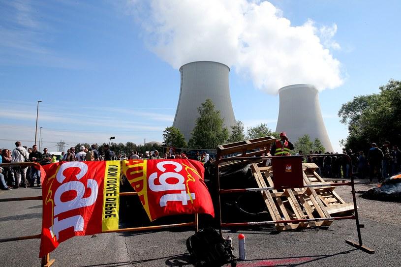 Protestujący blokują wjazd do elektrowni atomowej w Nogent-sur-Marne /AFP