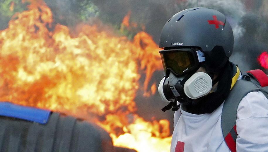 """Protestujący na manifestacji """"żółtych kamizelek"""" /GUILLAUME HORCAJUELO  /PAP/EPA"""