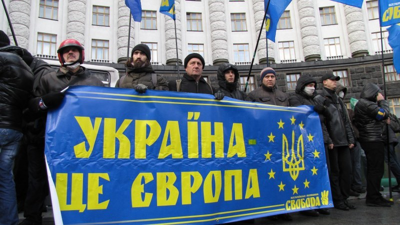 Protestujący trzymają baner z napisem: Ukraina chce Europy /Przemysław Marzec /RMF FM