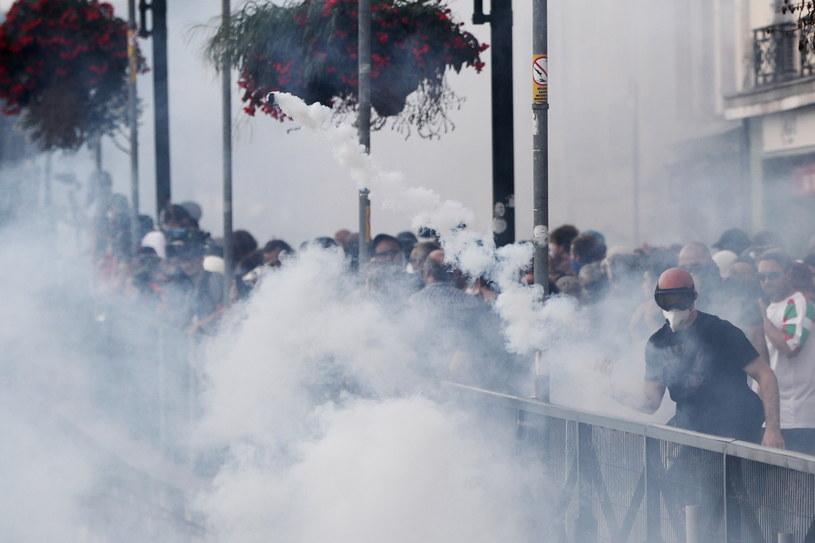 Protestujący w Bayonne koło Biarritz /PAP/EPA