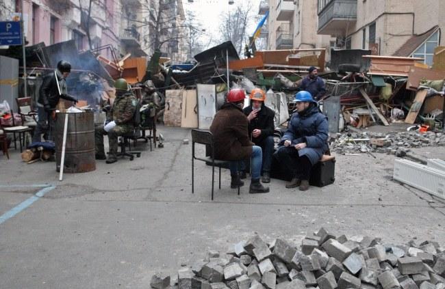 Protestujący w centrum Kijowa /PAP/EPA/IGOR KOVALENKO /PAP/EPA