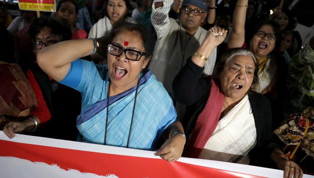 Protestujący w Indiach /PIYAL ADHIKARY    /PAP/EPA