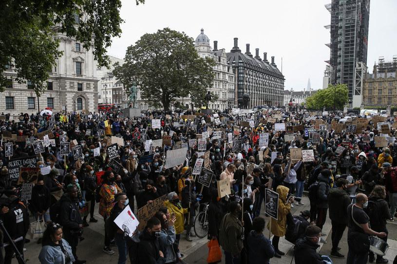 Protestujący w Londynie /HOLLIE ADAMS /Getty Images