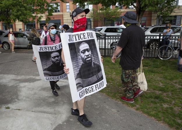 Protestujący z portretami George'a Floyda w Bostonie /CJ GUNTHER /PAP/EPA
